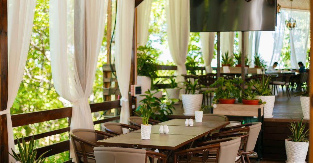 терраса с барной зоной Krokus Park